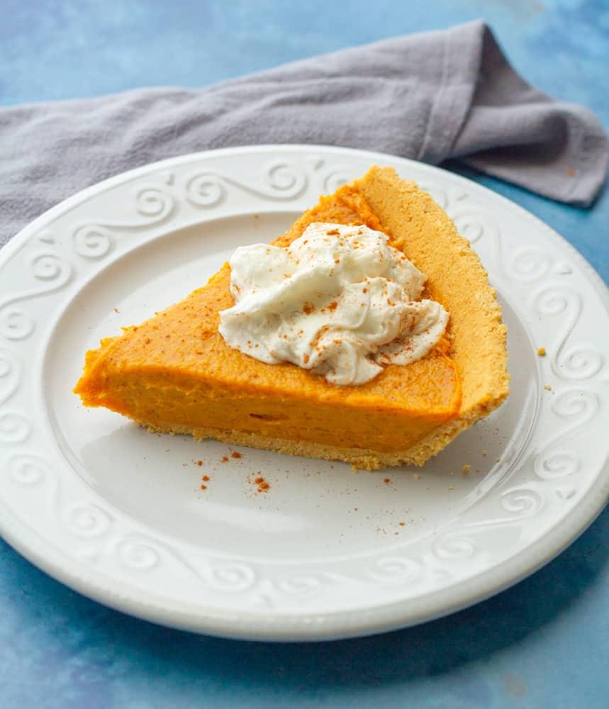 Vegan No Bake Pumpkin Pie (5 Minutes & 5 Ingredients!)