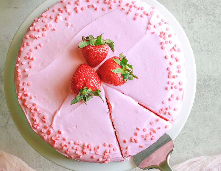 Healthy Strawberry Cake (made with oats)